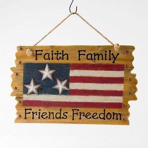 "Glitzhome Patriotic Wooden ""Faith Family Friends Freedom"" American Flag Wall Dec"