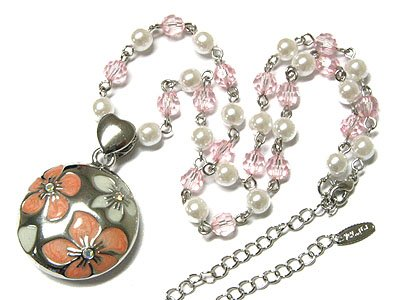 Beautiful Epoxy Flower and Pearl Necklace
