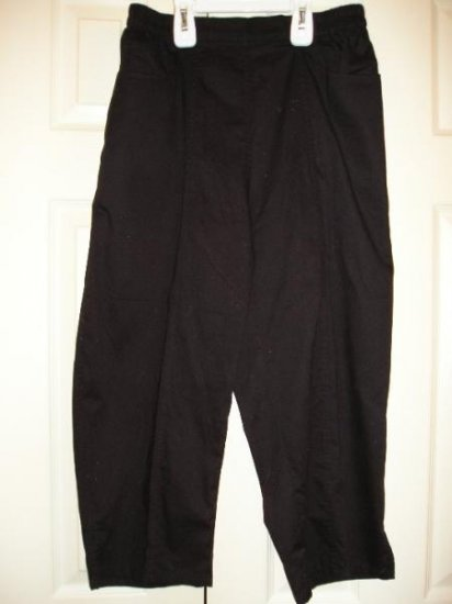Cathy Daniels Basic Black Capris Capri Pants Medium NEW