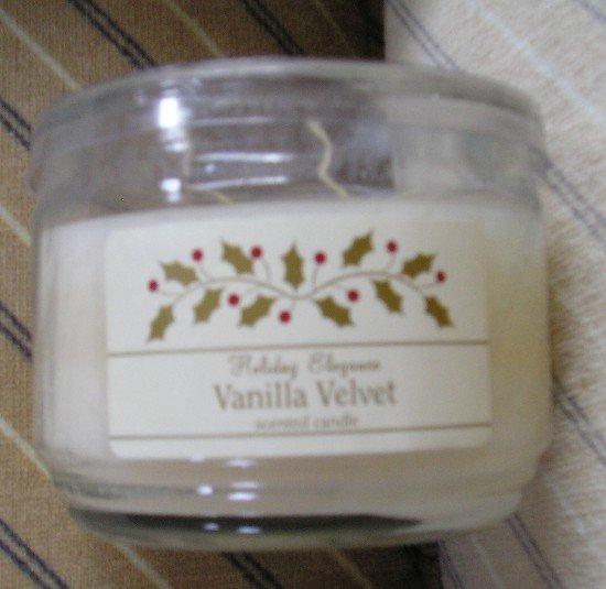 NEW Holiday Elegance Vanilla Velvet Scented Jar Candle 10 oz Candelite