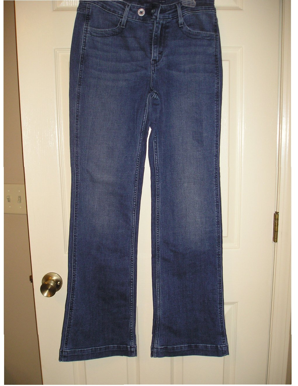 Womens Levi's Demi Curve Classic Flare Jeans Size 6/28 Dark Wash 31 Inseam NEW