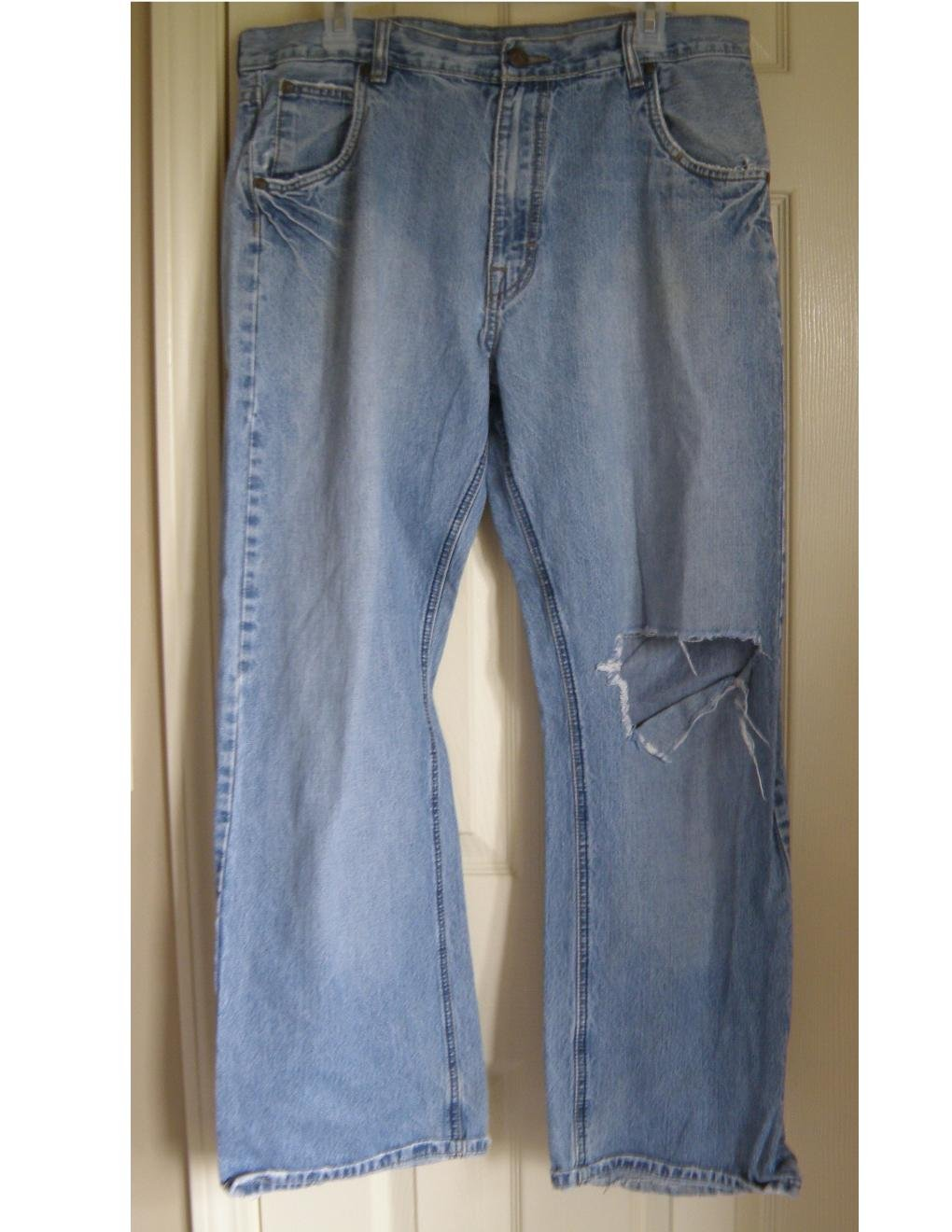 Destroyed Mens Loose Fit Jeans Light Wash Knee Rip 34 x 30 OTB One Tough Brand
