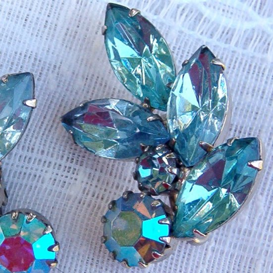 ANTIQUE AQUA RHINESTONE EARRINGS (E51)