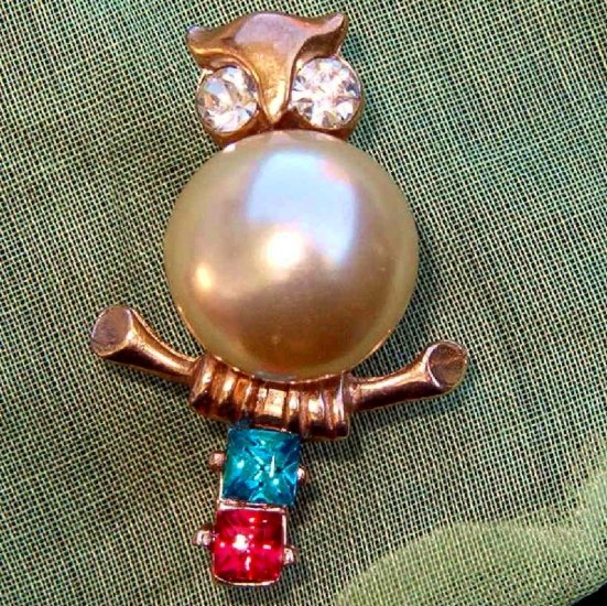 ANTIQUE PEARL BELLY OWL PIN (FIG4)