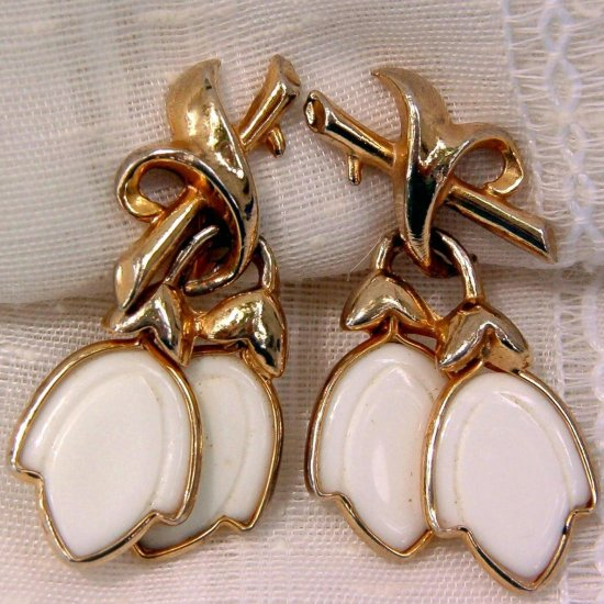 ANTIQUE POURED GLASS TULIP EARRINGS (FF66)