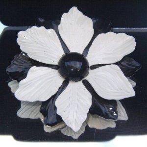 VINTAGE 1960s OP ART FLOWER BROOCH (FF2)