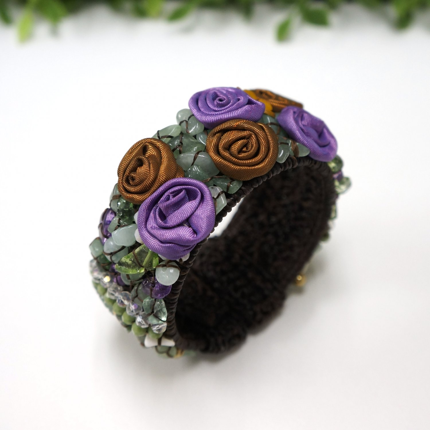 Flower bangle with chip stone and crystal bead