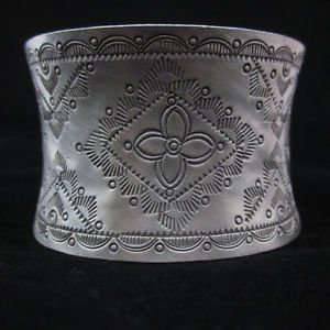 Fine hill tribe vintage handmade thai karen flower engrave solid silver bangle