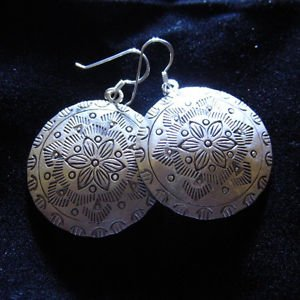 Fine silver earrings Hill tribe thai karen Kuchi Flower engrave Vintage E98