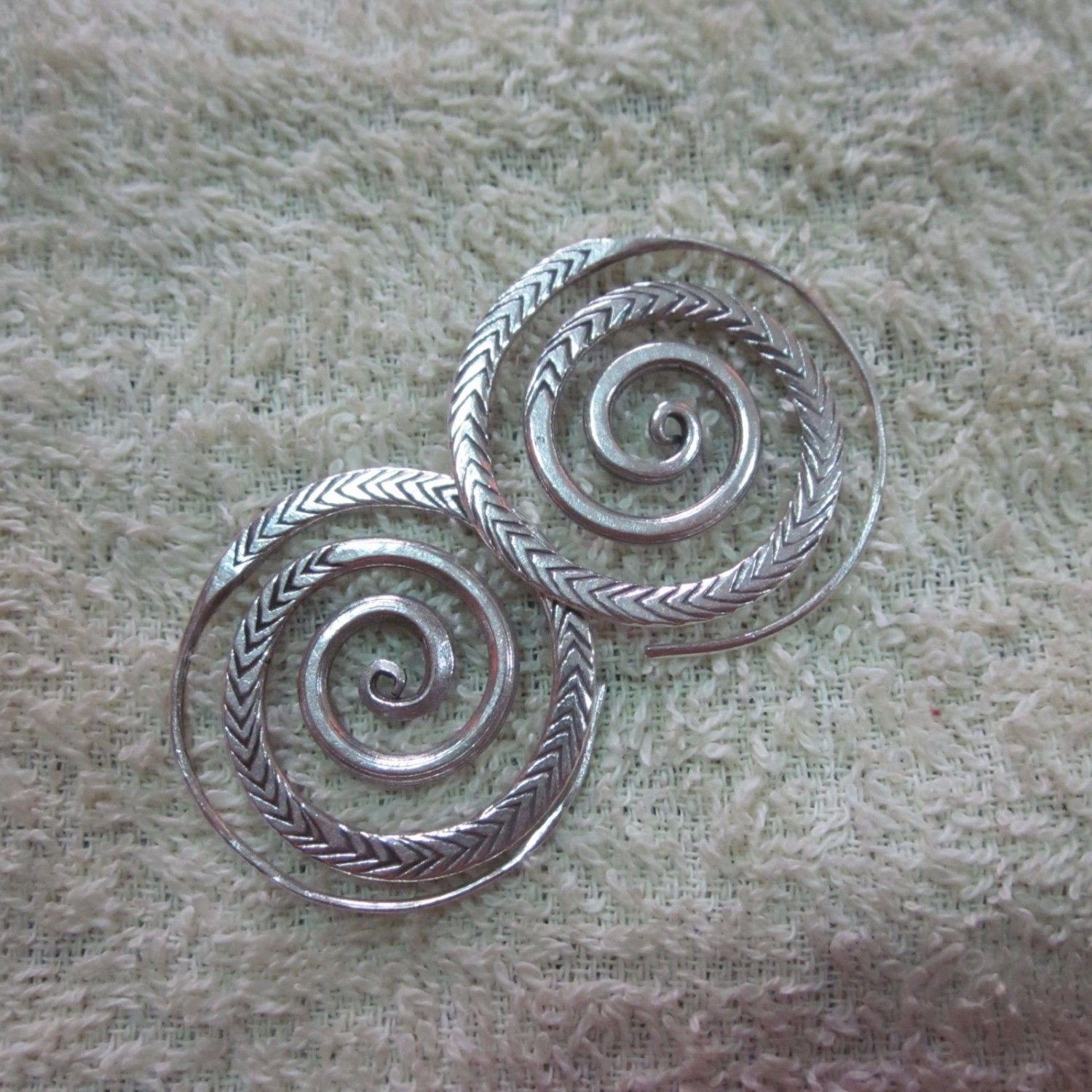 Thai Hill Tribe Earrings Fine Silver Spirale Coils Round engrave CS311605