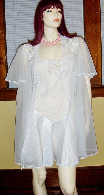 GLAMOUR GIRL Frilly White Lace Chemise w/ Sheer Chiffon Nylon Robe Peignoir Set VAL MODE M.