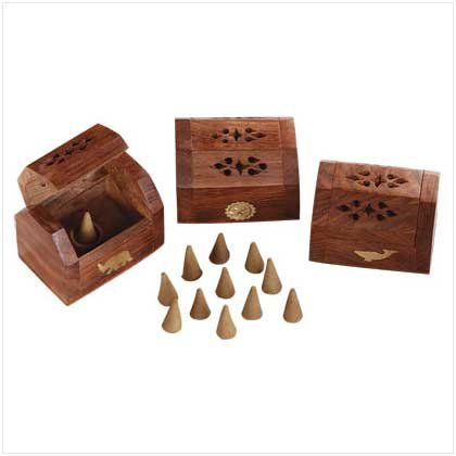 WOOD CONE BOX WITH CONES