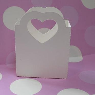10 Pack - Heart Handled Paperboard Bags with matching tags - White Matte
