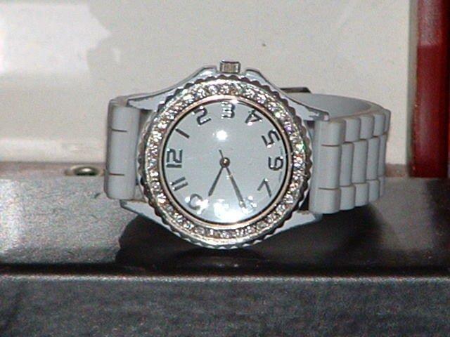 Pre-Owned Women�s Grey Rhinestone Fashion Analog Quartz Watch