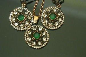 Ottoman Victorian Style 0.5 Carat Emerald Jewelery Round Button Set