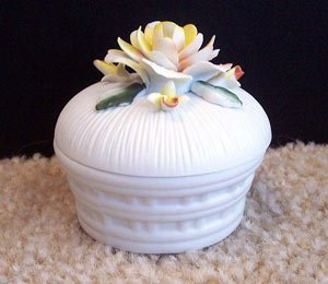 Lefton Taiwan Ceramic Trinket Box Flower Collectible www.thriftstoretreasures.com