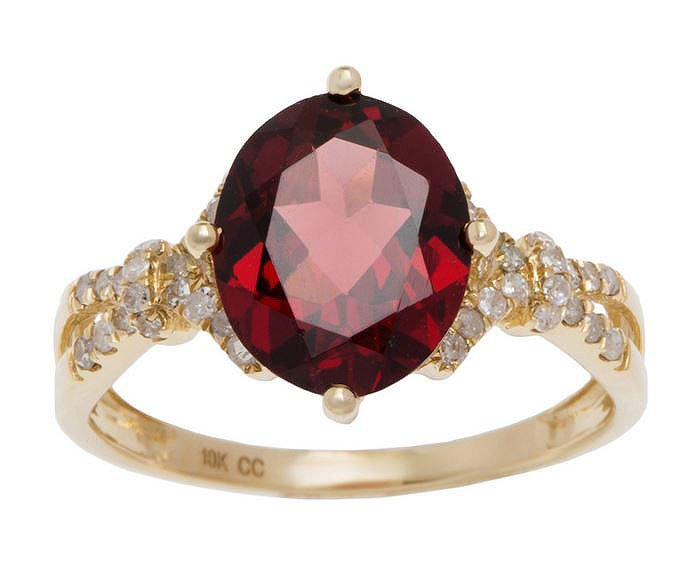 Yellow Gold 3.20ct Oval Garnet and Split-Shank Diamond Ring