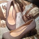 WOMEN'S CL BY LAUNDRY NANETTE MICRO-SUEDE NUDE TAUPE ROUND-TOE PUMPS HEELS 9M