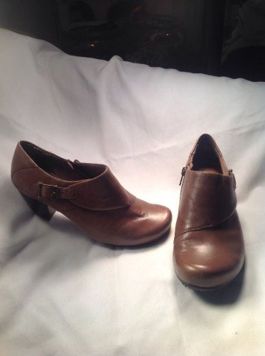 YUU Women's Brown Leather Buckle Ankle Boots Shoes SZ 8M Tammy Knob Toe MRSP $55