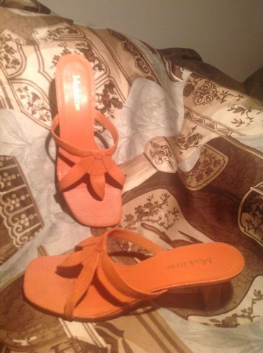 WOMEN'S MADELINE MISTY SZ 6M KITTEN HEEL THONG SANDALS PEACH CORAL MRSP $76