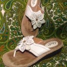 WOMEN'S CLARKS ARTISIAN FLOWER LEATHER THONG FLIP FLOPS SHOES SANDALS 7M WHITE