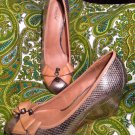 NICOLE BARISTA METALLIC W/ BROWN LEATHER BOW WOMEN'S WEDGE PUMPS SIZE 8.5M SHOES