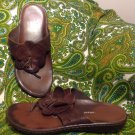 NATURALIZER 7.5W WOMEN'S BROWN LEATHER THONG SANDALS W/FLOWERS MRSP $59