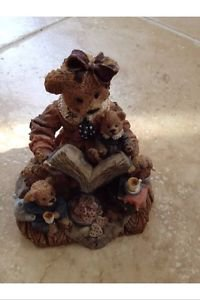 Storytime moma teddy bear and cubs ceramic figurine sculpture
