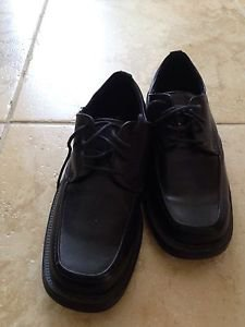 State street black lace up mens shoes size 7.5 beautiful condition