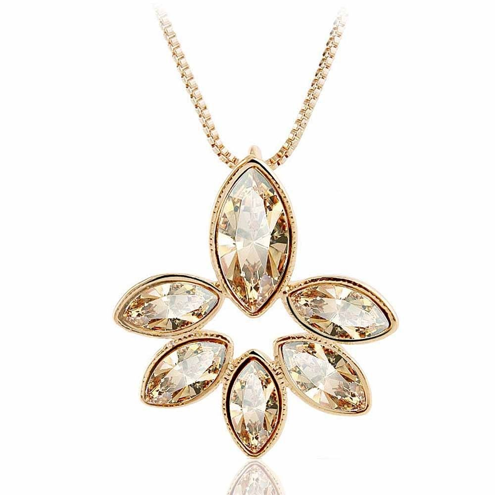 Fashion Snowflake Crystal Neckalce Pendant Necklace For Women (Gold)