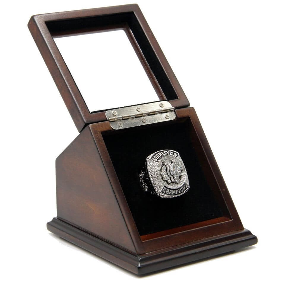 N.H.L 2015 Chicago Blackhawks Championship Replica Toews Fan Ring with Wooden display Case Size 11