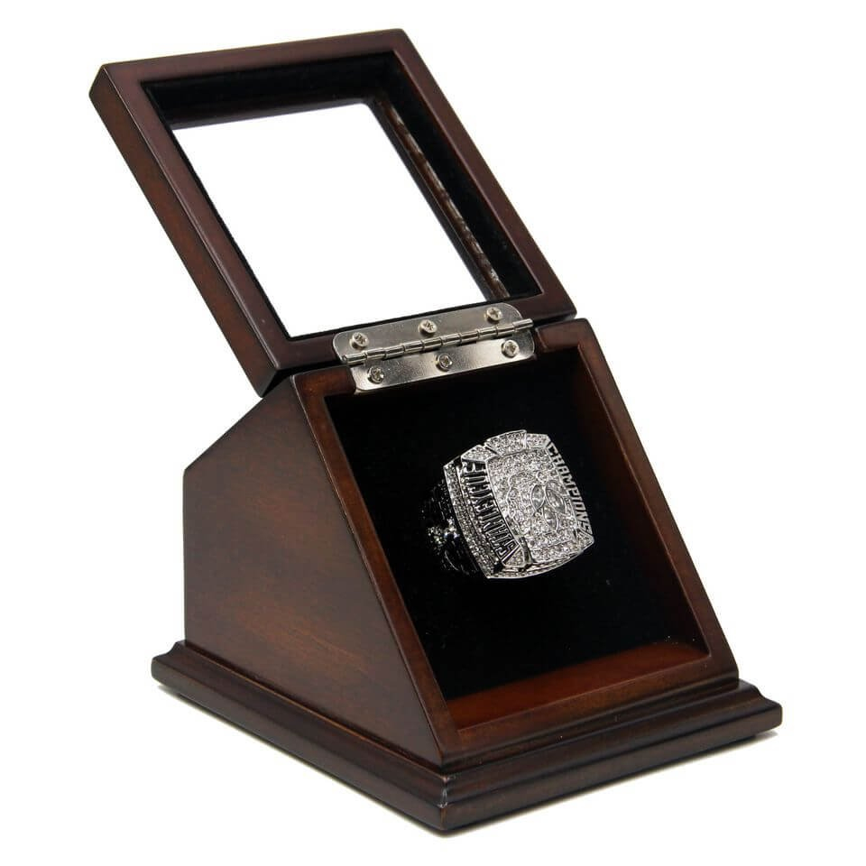 N.H.L 2010 Chicago Blackhawks Championship Replica Toews Fan Ring with Wooden display Case Size 11