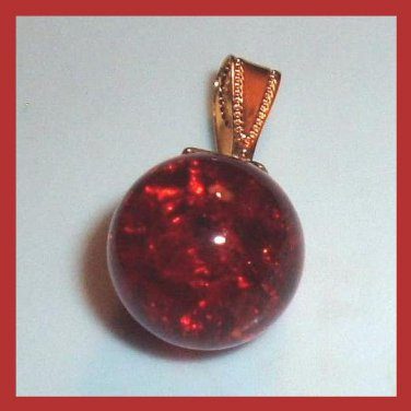 Red Round Crackle Glass Yellow Gold Pendant