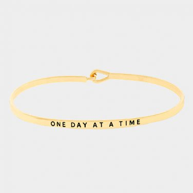 One Day At A Time Bracelet - gold