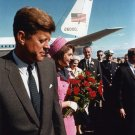 PRESIDENT JOHN F. KENNEDY ARRIVES AT LOVE FIELD 112263 - 8X10 PHOTO (AA-259)