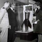 DR. WERNHER VON BRAUN AND WIFE MARIA LOOK AT DISPLAY - 8X10 NASA PHOTO (DA-263)