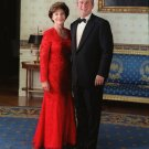 GEORGE W. BUSH & FIRST LADY LAURA IN WHITE HOUSE BLUE ROOM - 8X10 PHOTO (AA-699)
