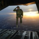 SOLDIER SALUTES TROOPS AS HE JUMPS OUT OF C-130 HERCULES - 8X10 PHOTO (EP-901)