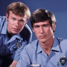 KEVIN TIGHE & RANDOLPH MANTOOTH IN 'EMERGENCY' - 8X10 PUBLICITY PHOTO (DA-476)