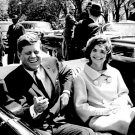 PRESIDENT JOHN F. KENNEDY & JACKIE SIT IN CAR AT BLAIR HOUSE 8X10 PHOTO (AA-255)
