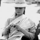 AUDREY HEPBURN TAKES BREAK WHILE FILMING 'THE UNFORGIVEN' - 8X10 PHOTO (ZZ-312)