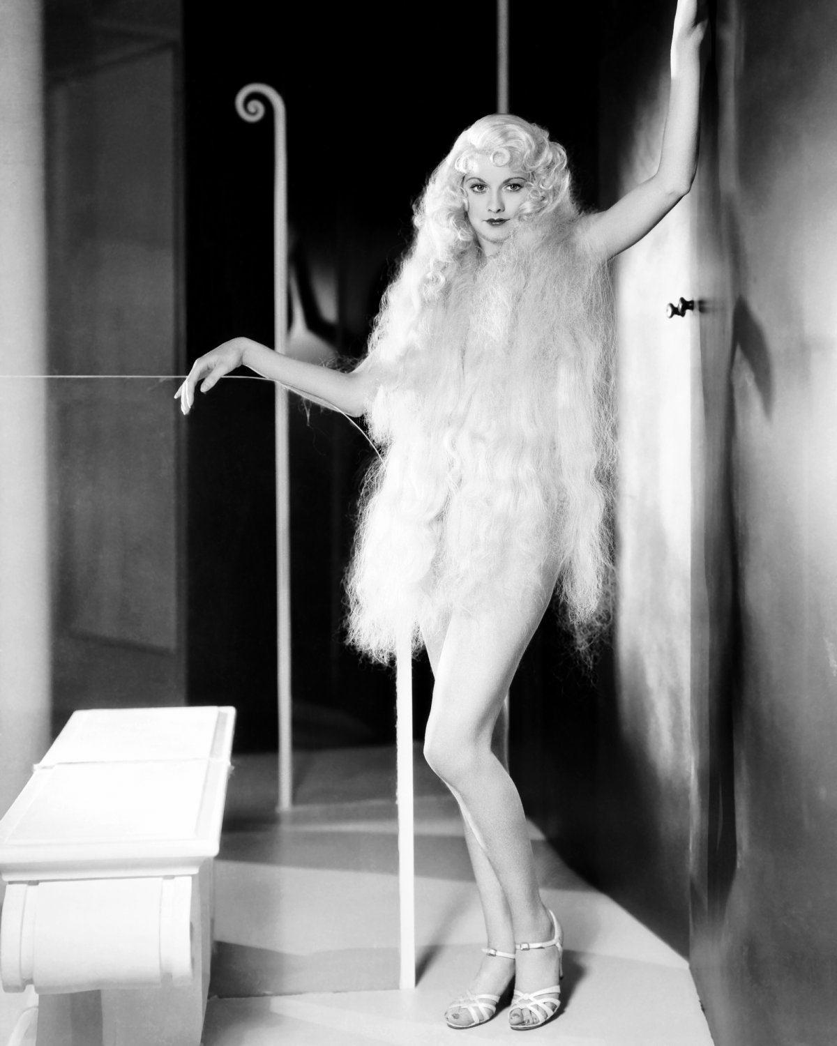 LUCILLE BALL IN THE PRE-CODE FILM 'ROMAN SCANDALS' 8X10 PUBLICITY PHOTO (DD-064)