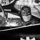 ADAM WEST AS 'BATMAN' - 8X10 PUBLICITY PHOTO (DA-631)