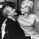 EDDIE ALBERT & EVA GABOR IN 'GREEN ACRES' 8X10 PUBLICITY PHOTO (DA-649)