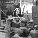 FRED GWYNNE & YVONNE De CARLO IN 'THE MUNSTERS' - 8X10 PUBLICITY PHOTO (DA-654)