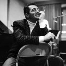DEAN MARTIN TAKES A BREAK IN RECORDING STUDIO - 8X10 PUBLICITY PHOTO (AA-902)