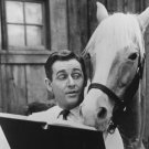 "ALAN YOUNG AND ""MISTER ED"" IN CBS 'MISTER ED' - 8X10 PUBLICITY PHOTO (ZY-115)"