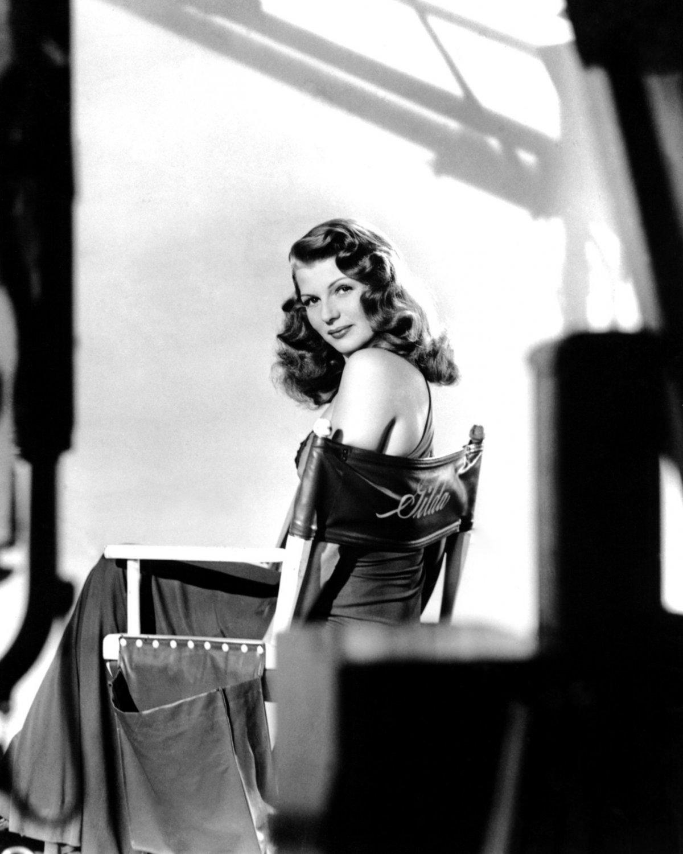 LEGENDARY ACTRESS RITA HAYWORTH IN 'GILDA' - 8X10 PUBLICITY PHOTO (NN-010)