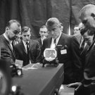 WERNHER VON BRAUN OBSERVES PROGRESS ON SKYLAB INSTRUMENTS - 8X10 PHOTO (BB-017)