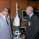 DR. ROBERT GILRUTH WITH NASA ADMINISTATOR DR. THOMAS PAINE - 8X10 PHOTO (BB-025)